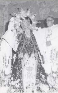 Nueva coronación Viregen Angustias por el Párroco D.Juan Fernández Marin, 1973